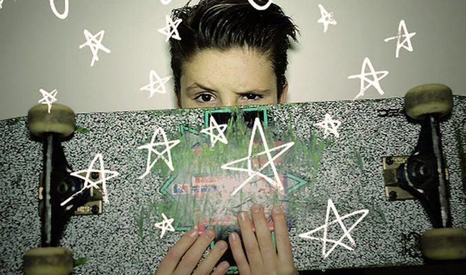 Cruz Beckham, само на 11 години, вече с първи сингъл и коледно видео
