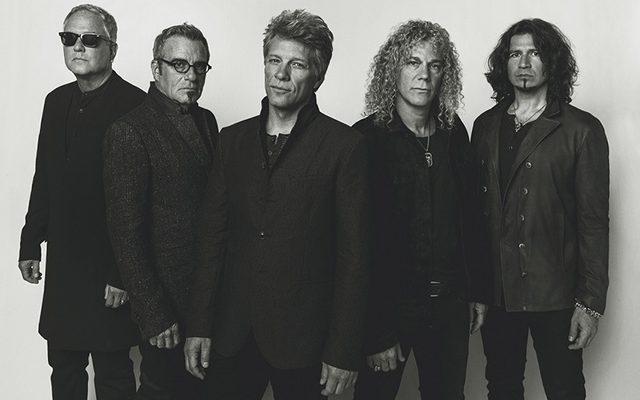 И номинираните за Рокендрол залата на славата през 2018 са...Bon Jovi members posing for a photo