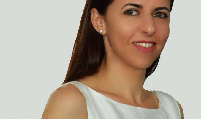 Михаела Добре за Благотворителния базар на Международния женски клуб Mihaela Dobre posing for a photo