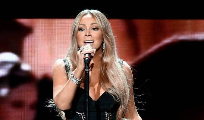 "Mariah Carey с награда ""Ангел за животните"" - PETA Mariah Carey performing on stage"