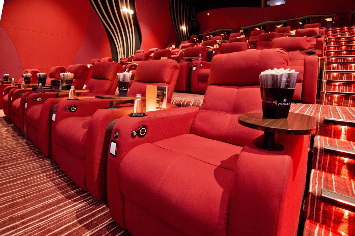 Всеки Grand Cinema салон е с уникален дизайн, имайки предвид местните демографски особености и нуждите на потребителите.