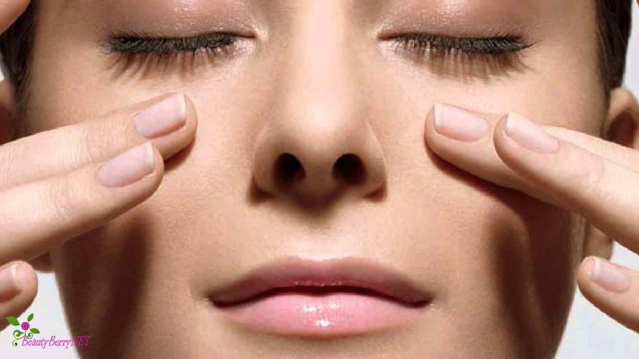 Основата Именно тя тушира, затъмнява и нормализира порите, като по този начин изравнява тена и подготвя кожата ни за нанасяне на грим.