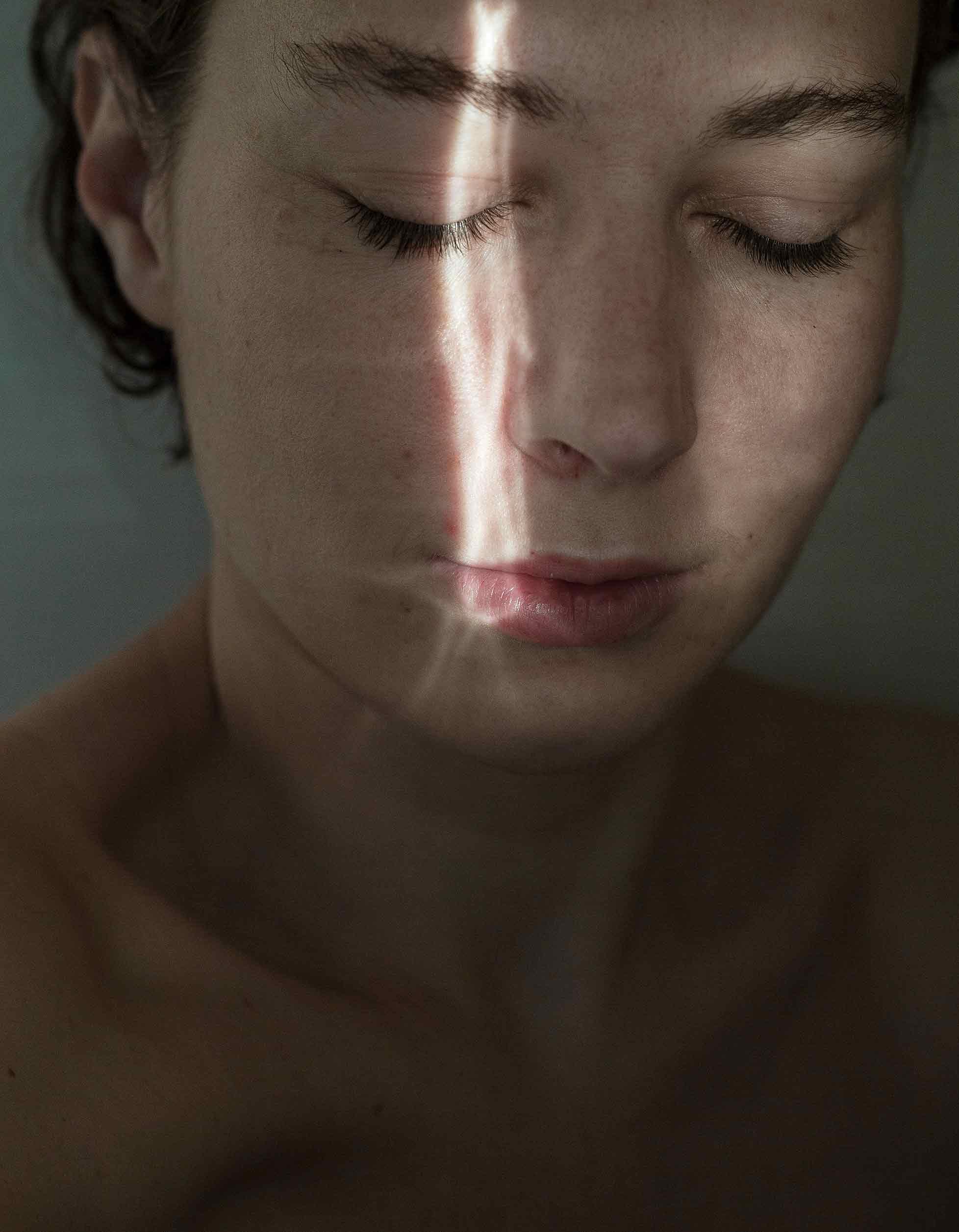 Карина Ортнер, по мъж Димова, е една от победителките в тазгодишния конкурс с фотографията ''Healing light'' (''Лечебна светлина'').