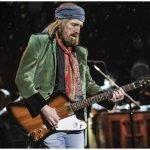 """Gibson Firebird е първата китара на Gibson, в която се използва """"нектру"""" (грифа и тялото на китарата са от едно парче т.е. няма сглобка) конструкция."""