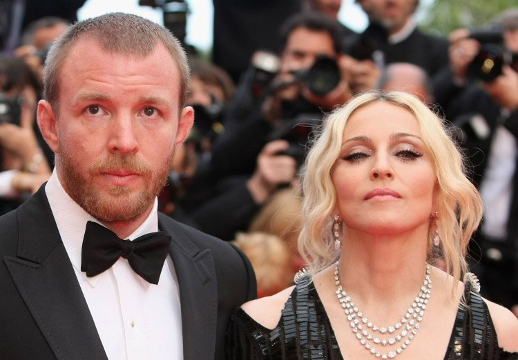 След брака си през 2000г. с английския режисьор и продуцент Гай Ричи, всички си мислеха, че най-сетне Мадона си е намерила майстора и ще се посвети на отглеждането на сина им Роко.