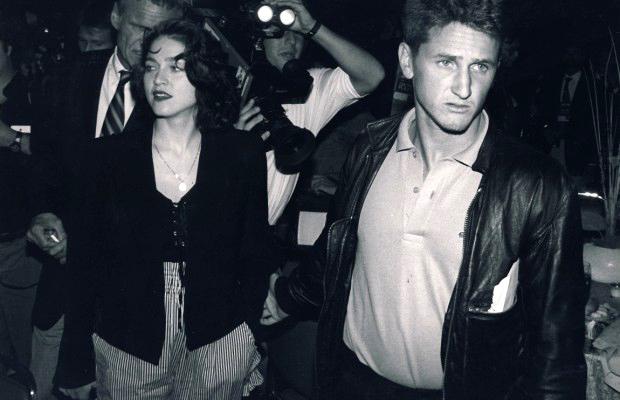 Мадона и Шон Пен се женят през 1985г., в разгара на славата ѝ. Връзката им е под прицела на медиите, а те не ги оставят да скучаят - домашно насилие, изневери, побой над фотографи и т.н.