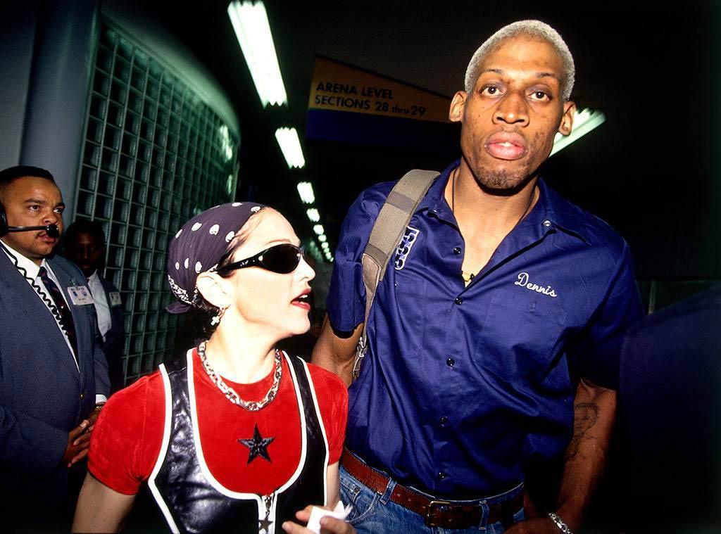 Звездата от NBA Денис Родмън има отношения с Мадона през 1994г.