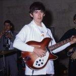 """Rickenbacker 360/12 е """"полу-куха"""" електрическа китара считана за една от първите 12 струнни електрически китари."""