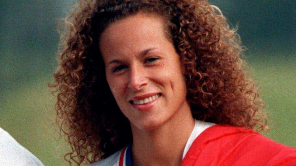 Andrea Constand е била в приятелски отношения с Козби, които започват през 2002г. Тогава тя е администратор в университета Temple University алма матер на Cosby