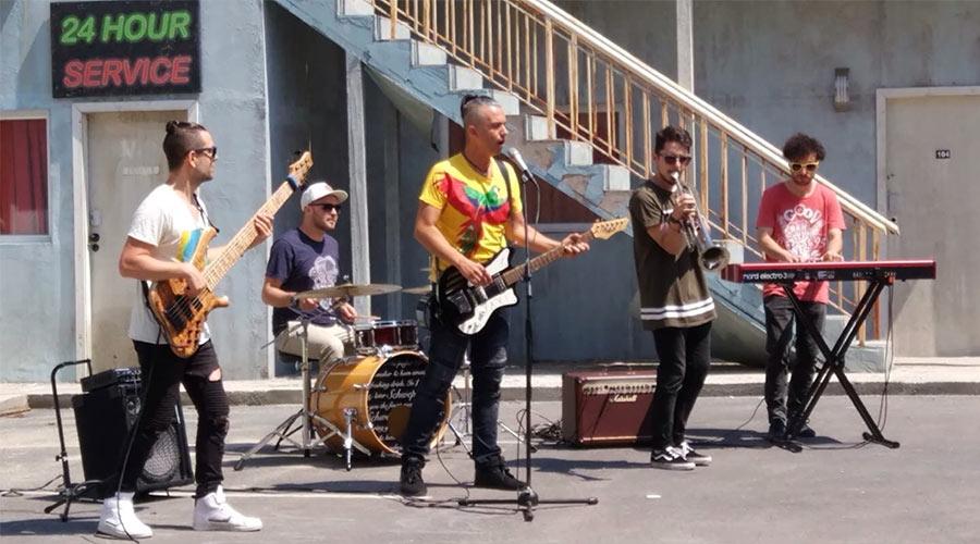 INDIGO KIDS с дебютно видео към песента SADISFIED | MMTV
