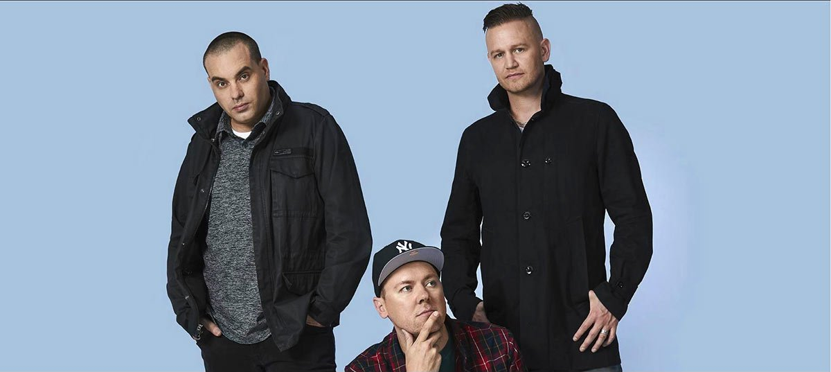 Бандата е продала до момента зашеметяващите 1.6 милиона сингли и почти 1 милион албума