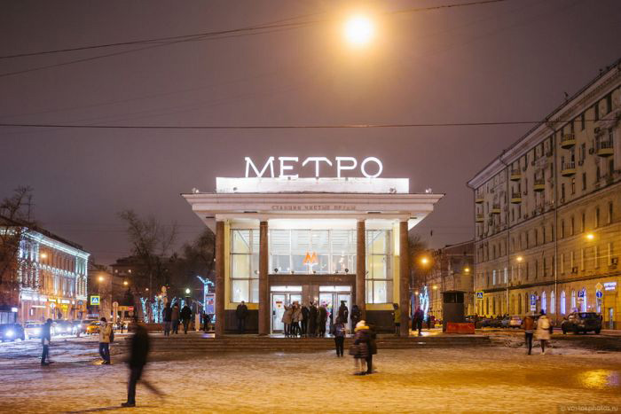 Няколко месеца по-късно г-жа Ойлен-Шмойлен се намираше на ул. Мясницкая 13 в близост до метро станция Чистые пруды в компанията на оперната звезда мадам Жеки.