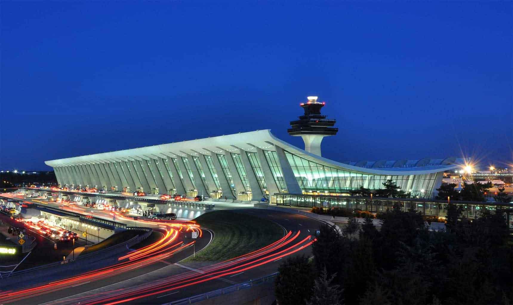 Всичко започна с пристигането ѝ на летище Шарлероа в един ветровит и мрачно-дъждовен есенен следобед