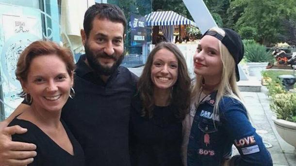 Прекрасно Любящо Семейство с две очарователни дъщери – Стефани и Милена