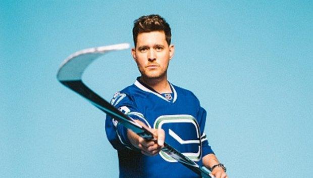 Bublé е много запален по хокея на лед и даже е искал да стане професионален играч за Vancouver Canucks (Ванкувър Канакс).
