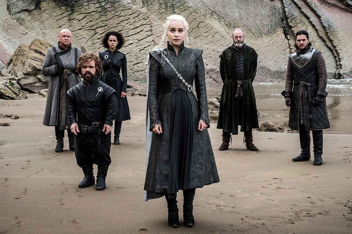 """Game of Thrones също премина през подобен процес. Пилотния епизод бе сериозно презаснеман като бяха сменени актьорите в ролите на Daenerys и Catelyn Stark, преди да се получи това, което сега знаем като първия епизод от поредицата """"Winter Is Coming""""."""