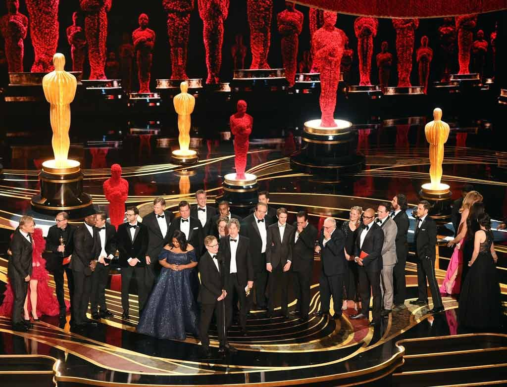 Cast-and-crew-Green-Book-best-picture-award