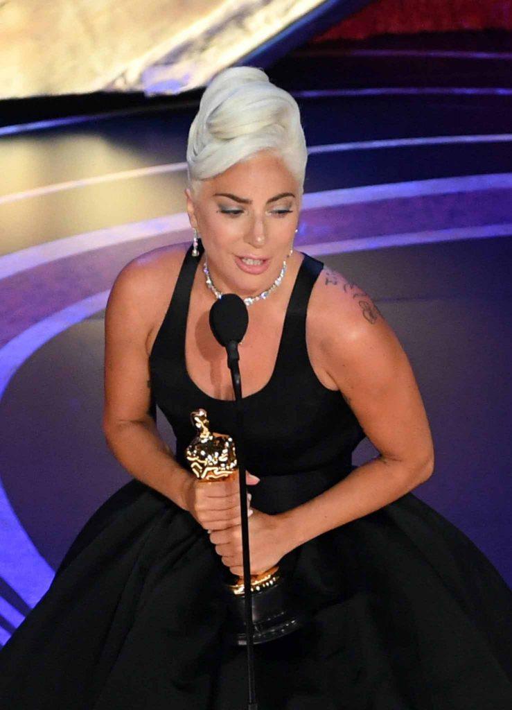 Lady-Gaga-music-award-Shallow