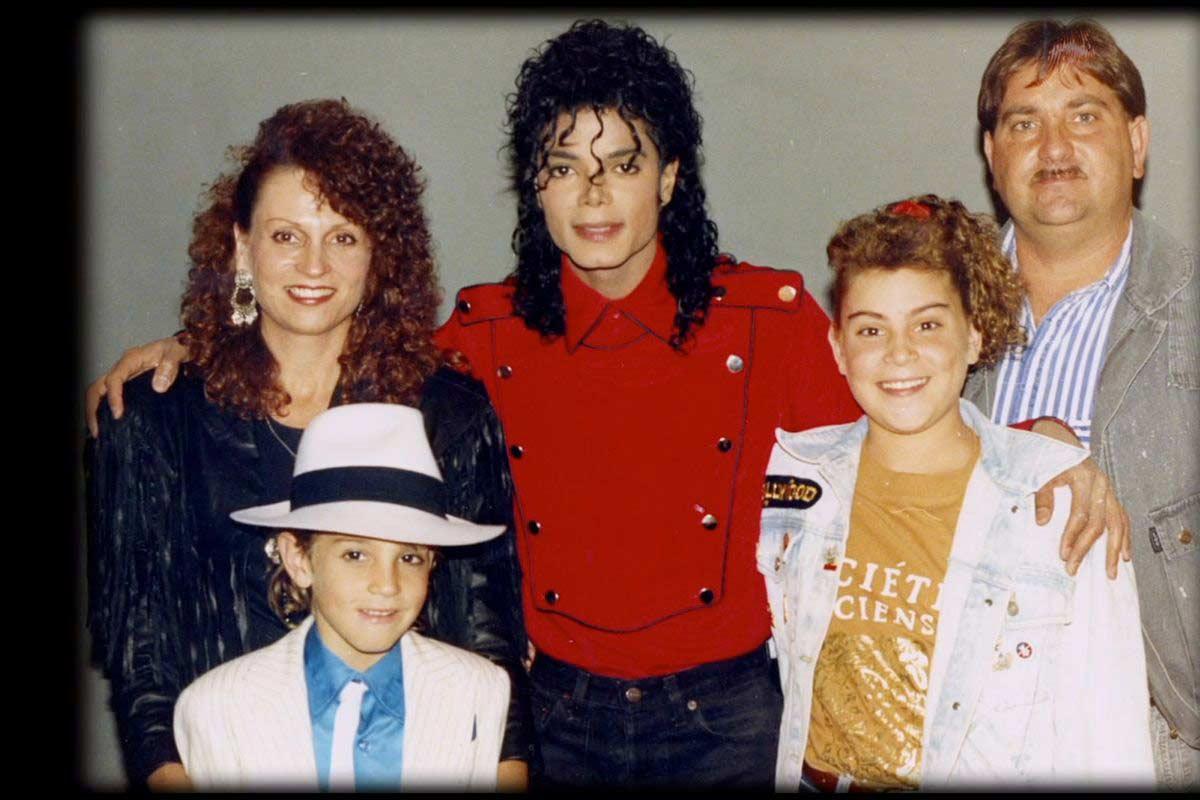 Майкъл Джексън и семейството на Уейд Робсън.