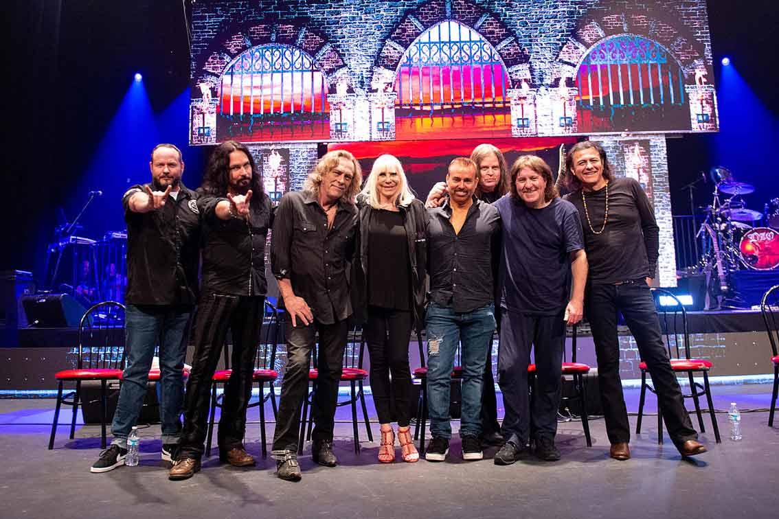 Продукцията е 92 минути, като Дио се появява в 8 песни като холограма сред групата си Dio Disciples
