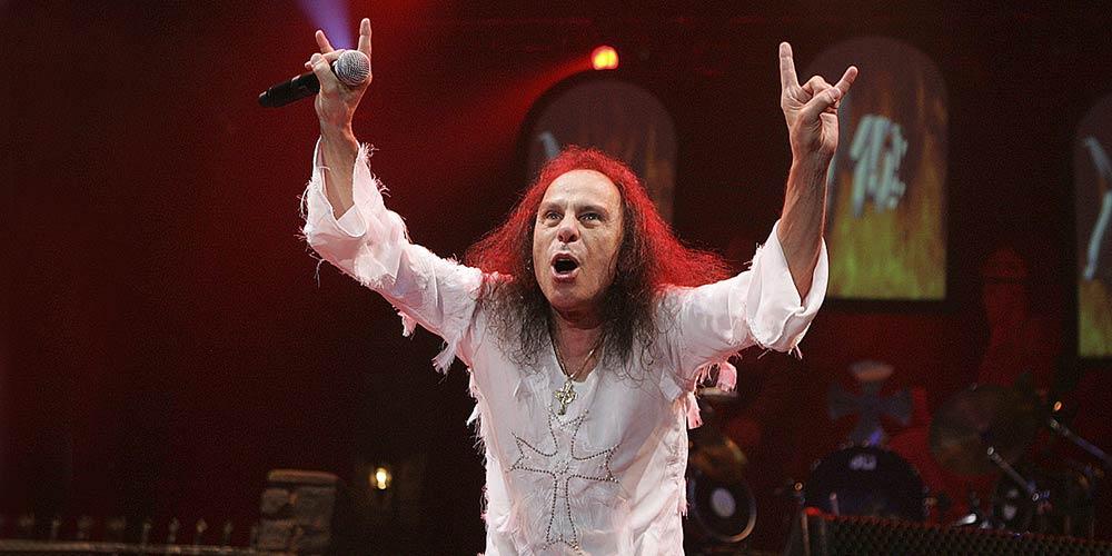 За Ronnie James Dio, който загуби битката с рака, но спечели вечната ни любов!