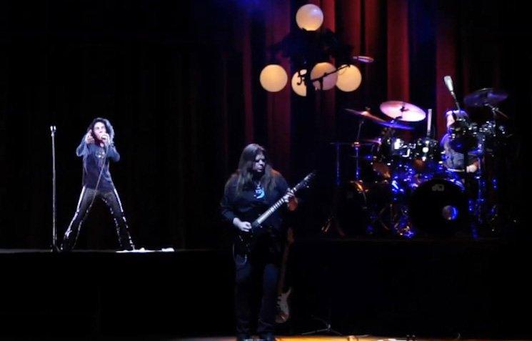 За първи път шоуто с холограмата на Дио ''Dio Returns'' е представено с голям успех през лятото на 2016 г. на фестивала Wacken Open Air в Германия, последвано от дати в Америка, а по-късно и световно турне.
