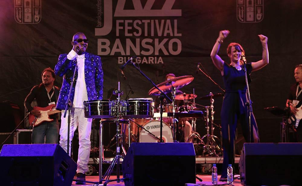 Джамал Томас Бенд (Jamal Thomas Band), върнаха публиката в ритъма на фънка и тя моментално изпълни пространството пред сцената и си остана там до края.
