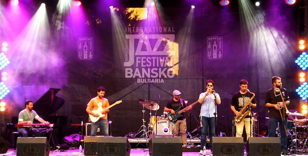 Вчера фестивалът в Банско старира ударно с джаз рок групата Jayus Jazz от Сърбия, която показа страхотен потенциал за развитие.