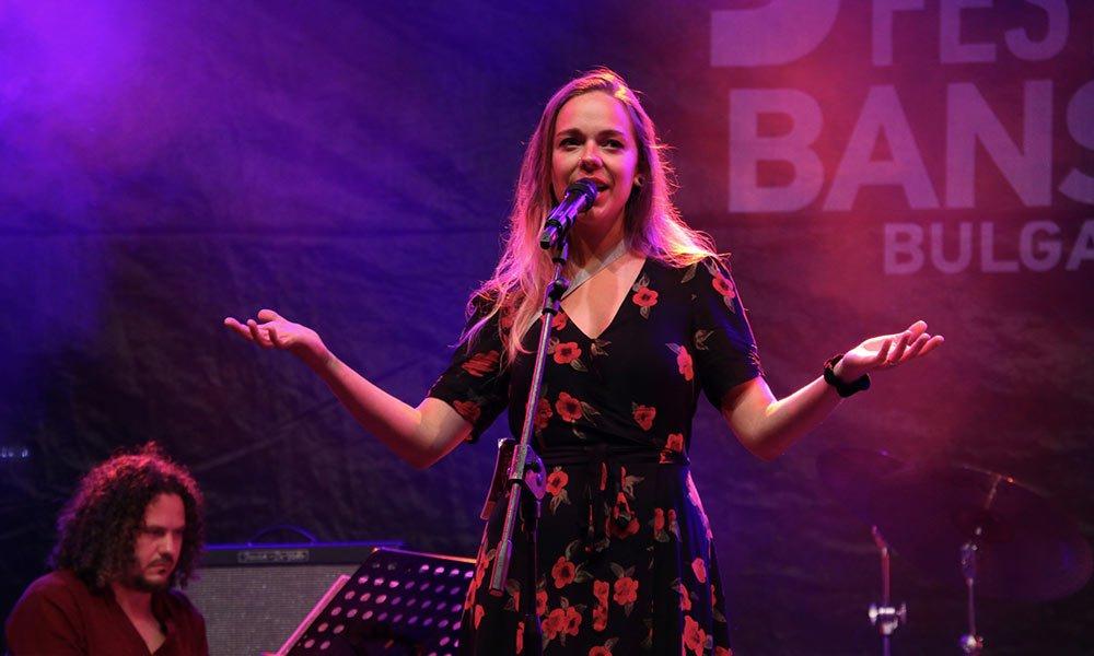 След тях нашето момиче Маги Алексиева - MEY пя пред родната публика с подкрепата на френско-българската джаз формация JCAT и специалното участие на Димитър Льолев.