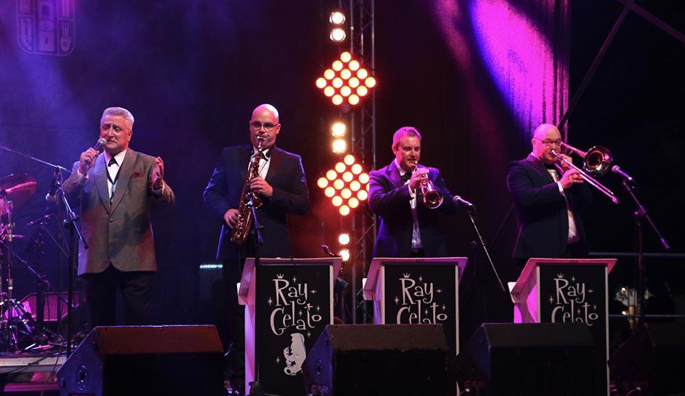Изключително шоу направи приятелят на Банско Джаз Фест суинг легендата Рей Джелато с групата си ''The Giants''.