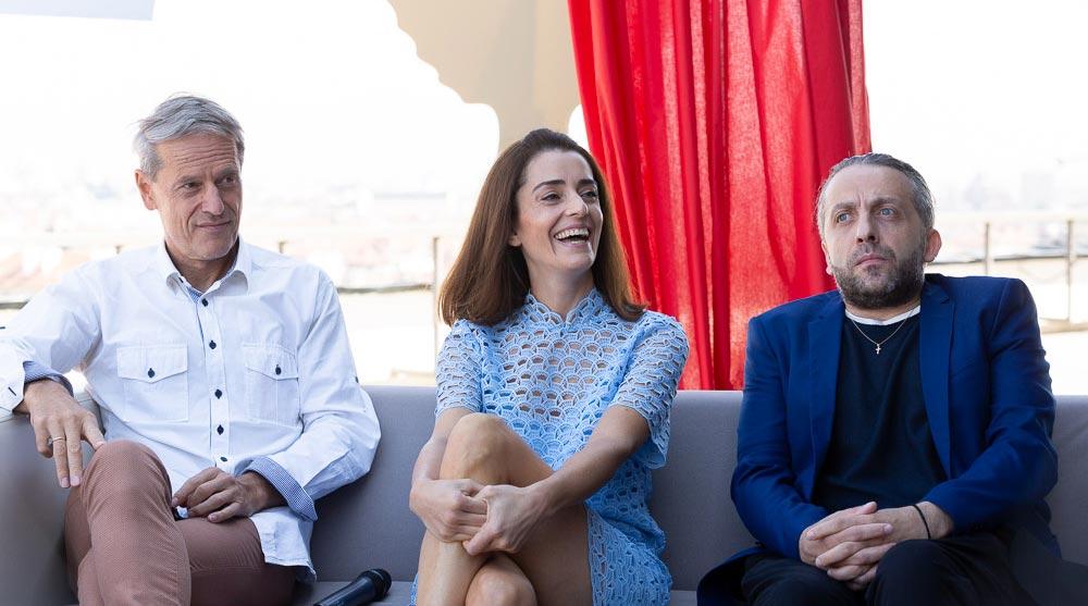 Откриващият филм бе представен от самия Мариус Куркински, продуцентът и оператор – Иван Тонев и актрисата Ана Пападопулу