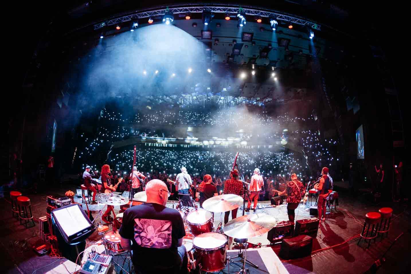Концертът на Кирил Маричков и Фондацията може само да бъде определен единствено като емоционален, вълнуващ, забележителен.