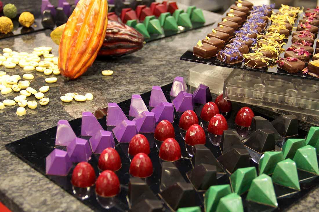 Ценителите се докоснаха до вдъхновяващата комбинация от изключителни вина, дегустираха повече от 6000 шоколадови бонбона, всеки с уникална комбинация от вкусове.
