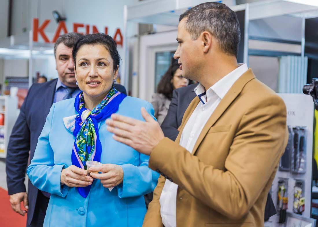 """Лично министърът на земеделието, храните и горите Десислава Танева връчи годишните награди """"Достъп до добра храна""""."""