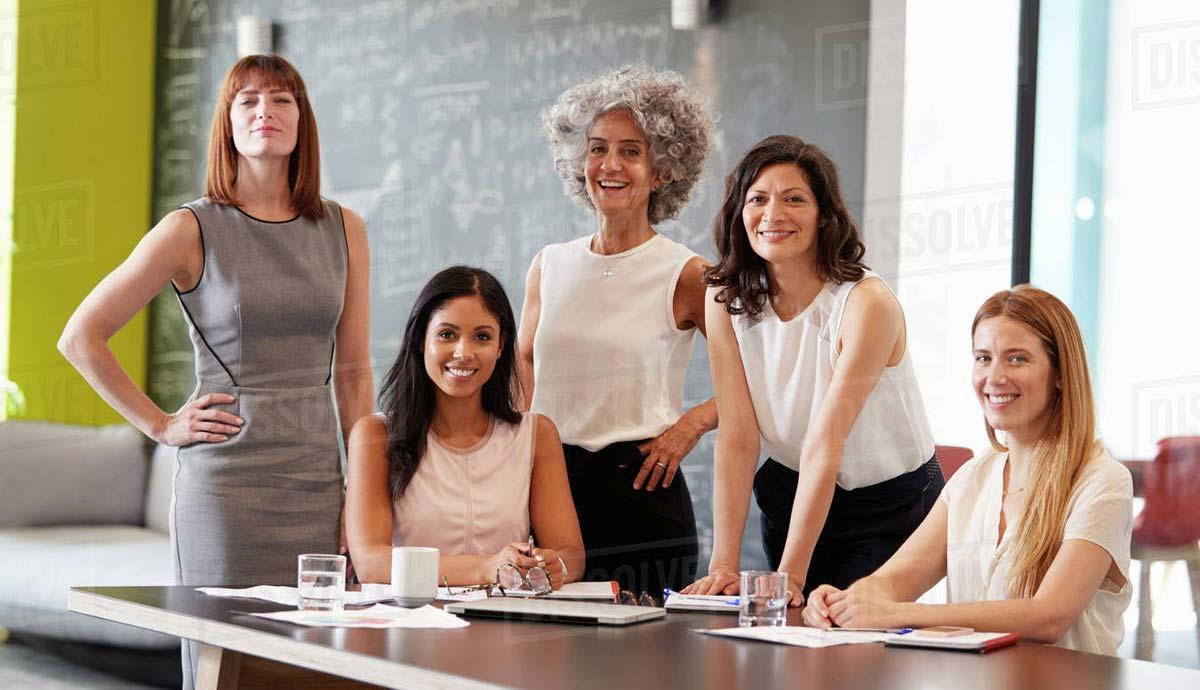 """""""Body neutrality"""" се свързва с името на Ан Поариер, която през 2015 г. започва да води семинари в различни wellness курорти и центрове. Но това не е само за отбрани жени, които посещават курсове в спа курорти."""