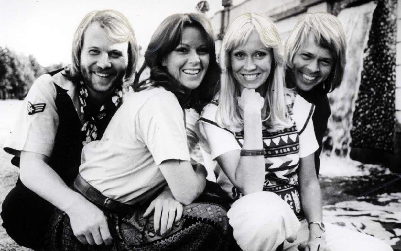 """""""Европа в капки поезия"""" представя една от най-красивите песни на шведската супер група ABBA - I have a dream."""