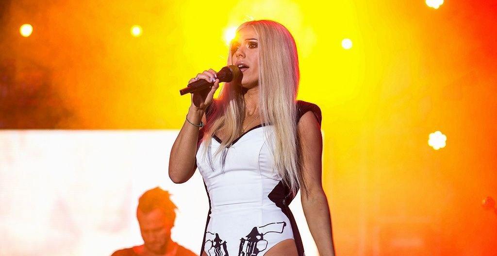 Позната професионално като Doda тя певица, текстописец, актриса, продуцент и телевизионна личност.