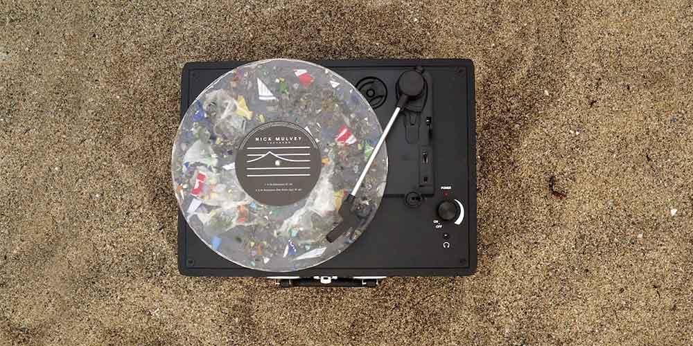 Първата грамофонна плоча направена от рециклирана пластмаса