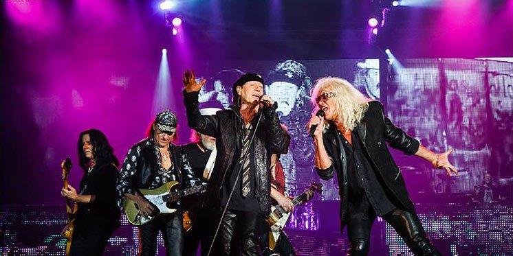 """През 1994 г. немската рок група """"Scorpions"""" издава кавър на песента с името """"White Dove"""", който се превръща в тотален хит и символ на промяната."""
