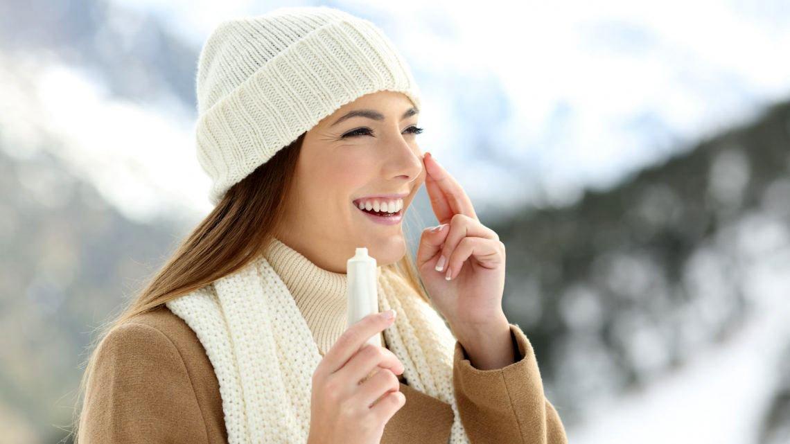 Някои специалисти дори препоръчват в студените месеци да използвате нощния си крем за лице през деня