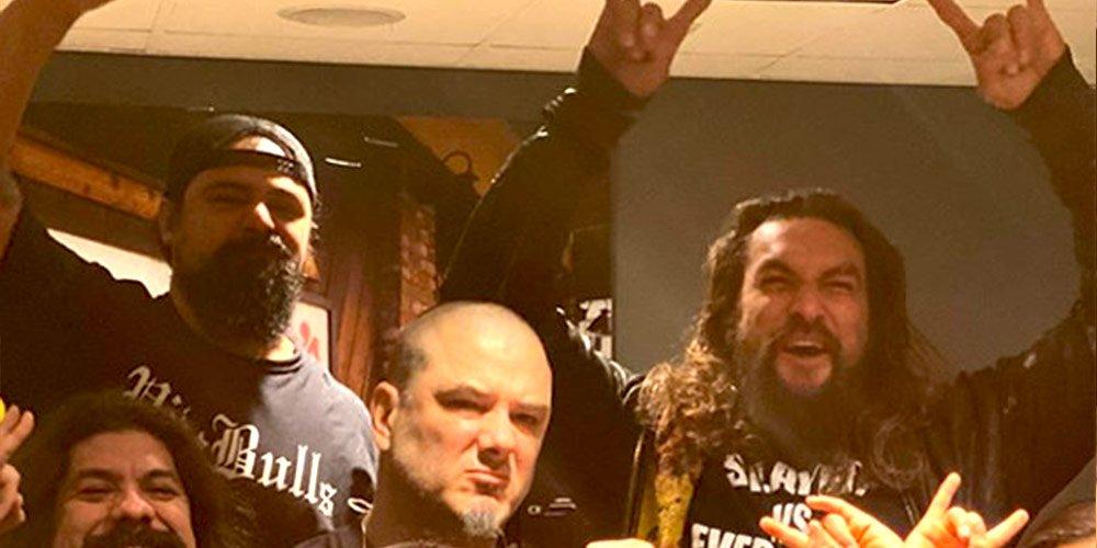 Jason Momoa пя на сцената заедно Phil Anselmo | MMTV