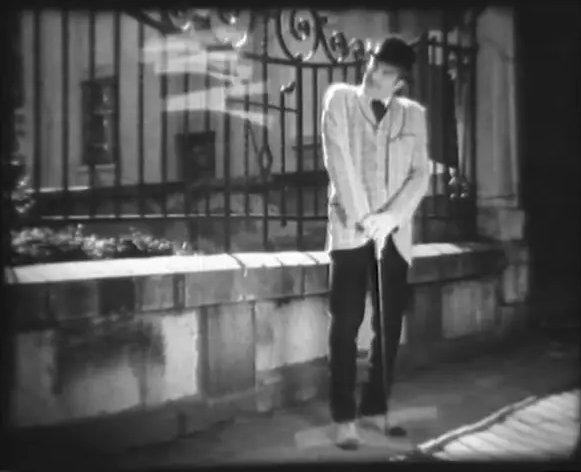 """Само няколко години по-късно на 13 януари 1915 г. е прожектиран и първият български филм """"Българан е галант"""" на Васил Гендов."""
