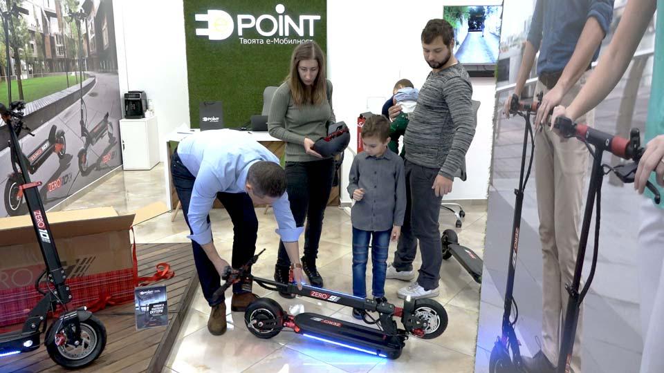 Семейството на Маргарита, съпругът ѝ и двамата ѝ сина, бяха с нея в София, за да получи Голямата награда в магазина на e-point.bg, които я предоставиха.