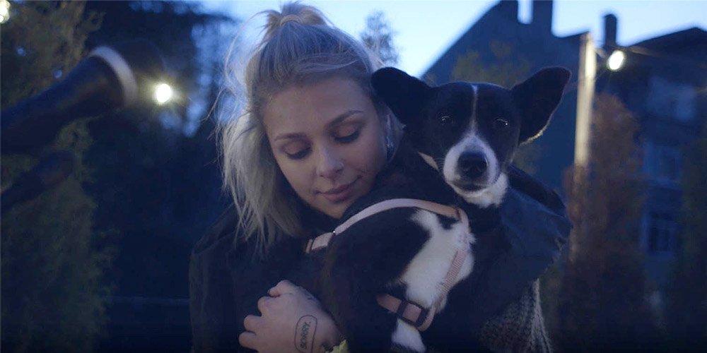 VICTORIA с песен в подкрепа на осиновяването на бездомни животни