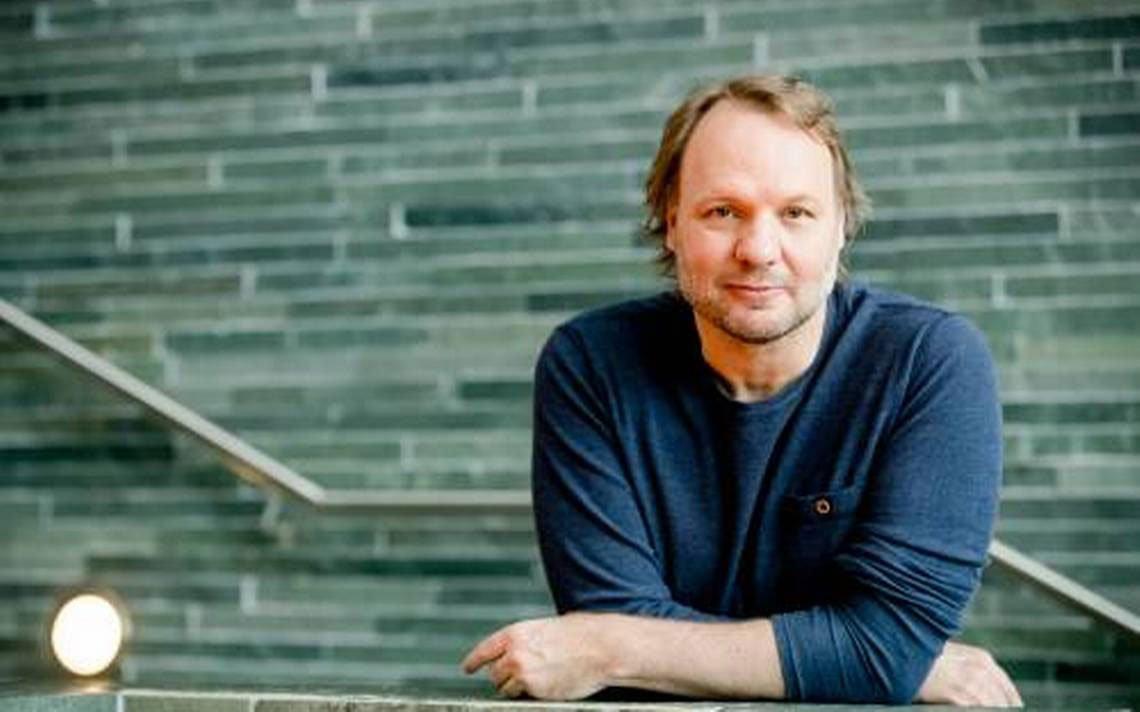 Радио диджейът Роб Стендерс (NPO Radio 2) бе награден с наградата за значителен принос към поп журналистиката - Pop Media Prijs.