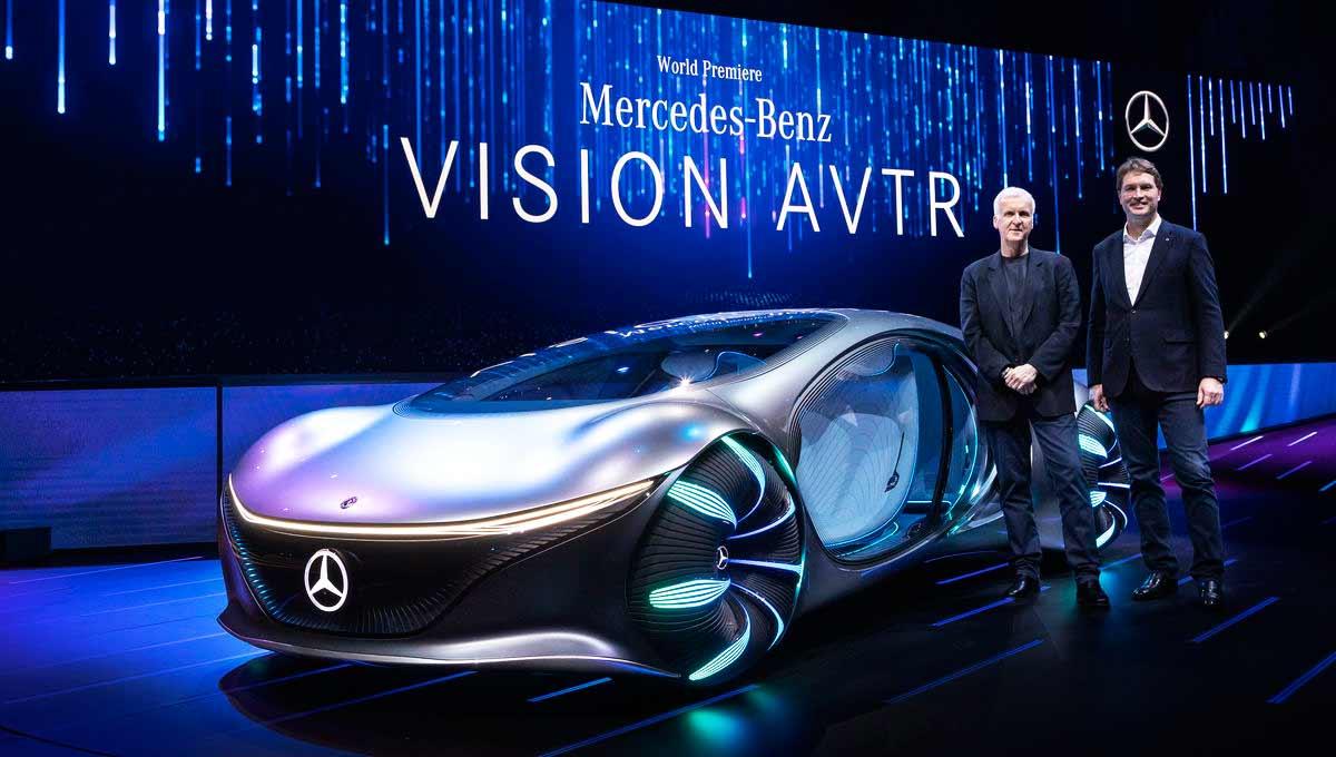 Камерън присъства на събитието на CES, за да обяви партньорство между Avatar и Mercedes-Benz, които създадоха модела на колата VisionAVTR, вдъхновен от света на Pandora.