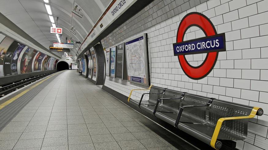 Спял предимно във влаковете на лондонското метро и по диваните на свои приятели