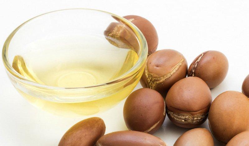 Арганово масло - това е едно от най-ценните масла, чието използване започва именно от Мароко