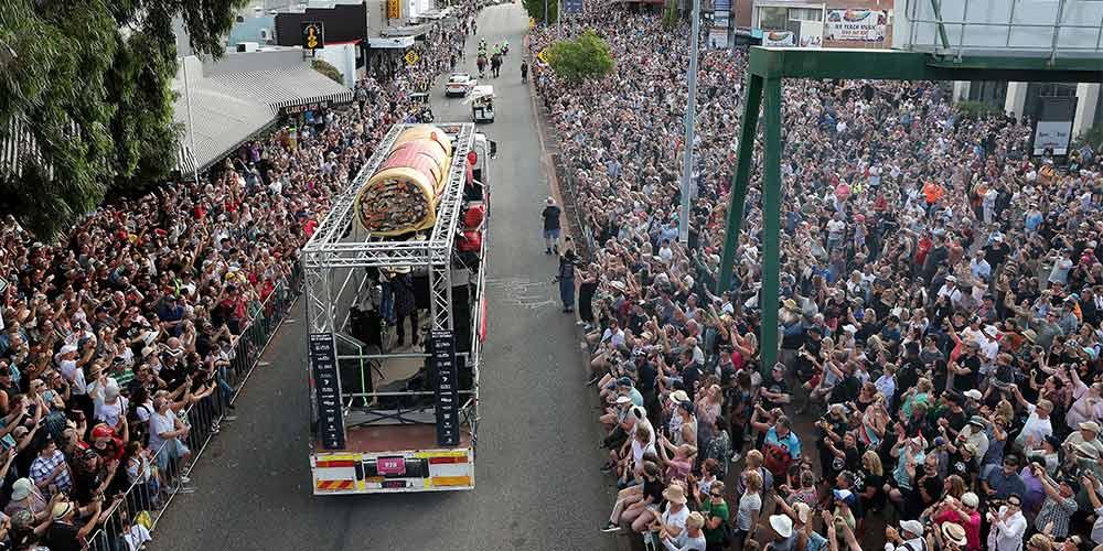 Над 150 000 фена на AC/DC почетоха Bon Scott | MMTV