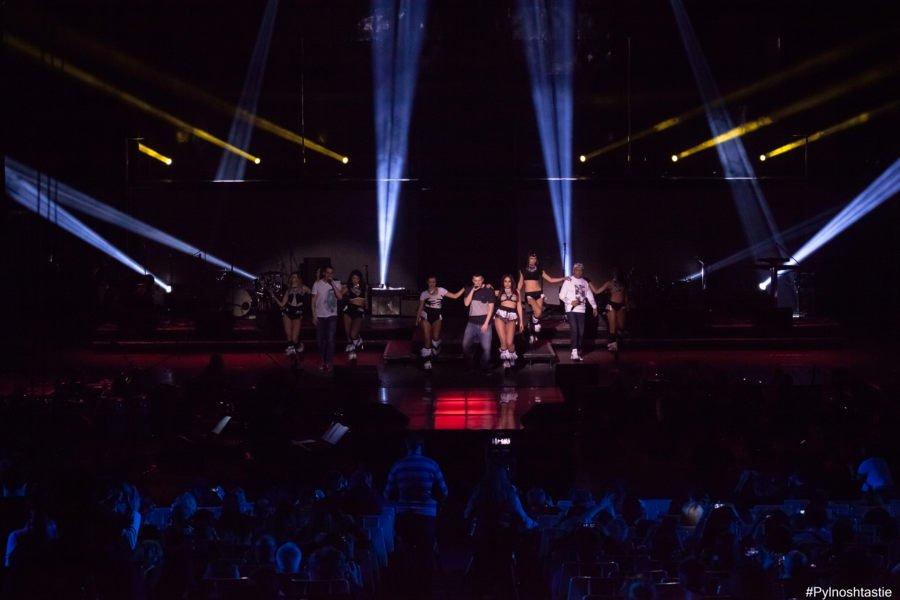 Ъпсурт, придружени от балета си, доказаха защо са най-обичаната от феновете на ММ българска рап група.